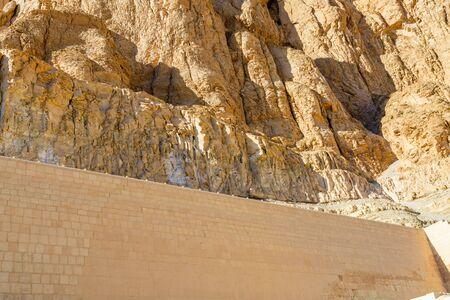 Ð¡liffs near the temple of Hatshepsut in Luxor, Egypt Banco de Imagens