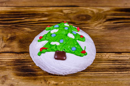 Christmas gingerbread cookie on a wooden table Banco de Imagens