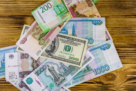 American one hundred dollars banknote on many russian rubles Stockfoto