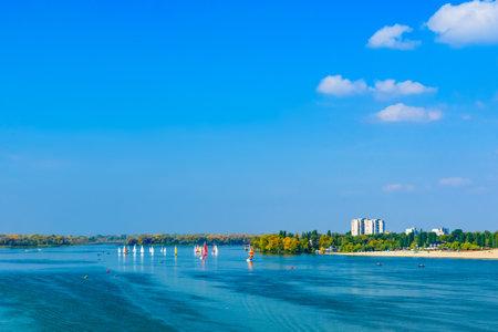 Many yachts at river Dnieper on autumn in Kremenchug, Ukraine. Sailing regatta Stockfoto