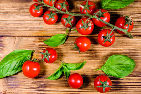 Heap of small cherry tomatoes on rustic wooden table. Top view Stockfoto