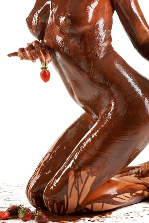 men-women-covered-in-chocolate-nude