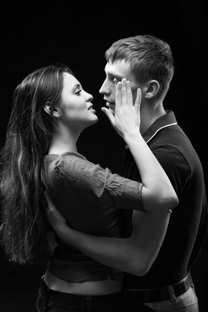 pareja apasionada: Monochrome studio portrait of a passionate couple