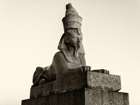 Ancient historical landmark in Saint Petersburg, Russia: egypt sphinx. Black and white retro photo. Фото со стока - 89343634