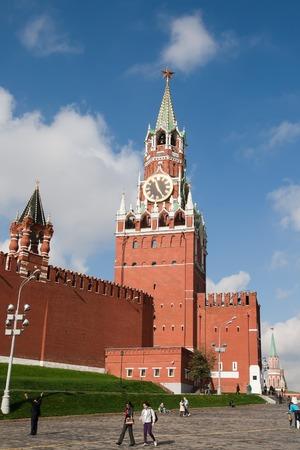 spasskaya: Moscow, Russia - September 18, 2013: Tourists are near Spasskaya Tower of Moscow Kremlin. Editorial