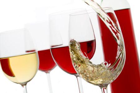 wei?wein: Brille rot und Weisswein �ber klare hintergrund isoliert