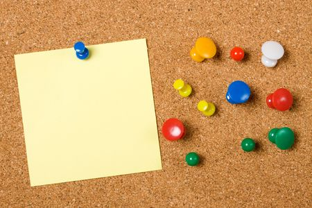 noteboard: Blank paper note and office pins on cork board Stock Photo