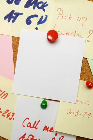 noteboard: Blank paper note pinned on cork board Stock Photo