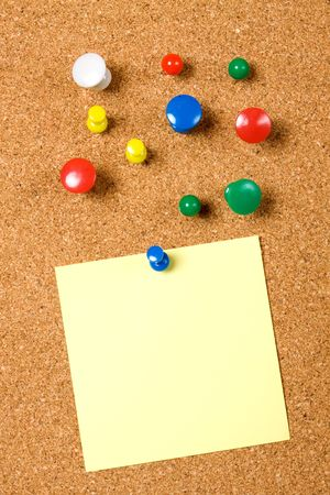 Blank note pinned on cork notice board Stock Photo - 6523908