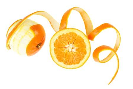 soyulmuş: Peeled orange fruit isolated on white background