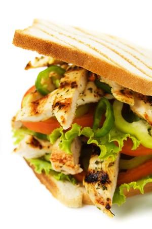 sandwich au poulet: Sandwich au poulet grill� isol�e sur fond blanc Banque d'images