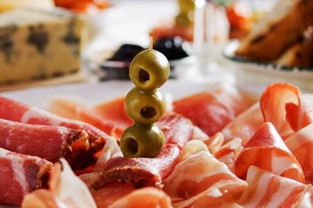 prosciutto: Green olives with italian prosciutto and cured ham