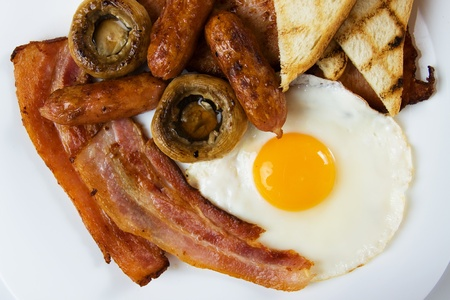 english breakfast: Traditional english breakfast food served on white plate