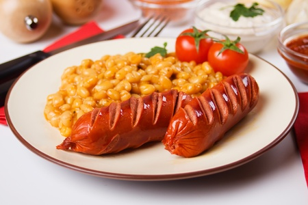 frankfurters: Grilled suasage and white beans, traditional european food