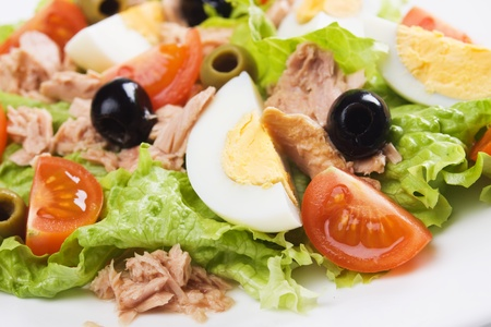 hard boiled: Hard boiled egg and tuna meat salad with tomato, lettuce, olives