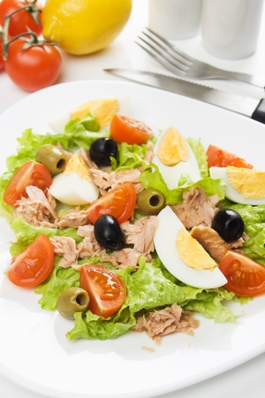 hard boiled: Hard boiled egg salad with tuna meat, tomato, lettuce and olives