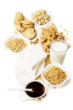 Tofu und andere Sojaprodukte isolated on white background