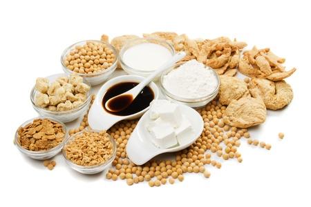 soja: Tofu y otros productos de soja aisladas sobre fondo blanco Foto de archivo