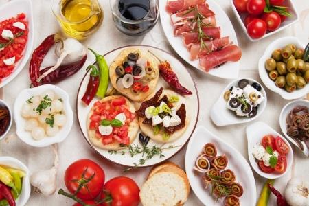 tapas españolas: Colección de tapas, comida fría diversos utilizado en los países mediterráneos