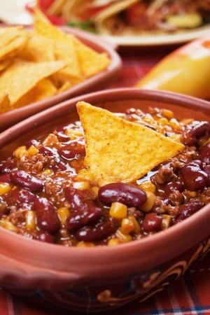 con: Chili con carne served with corn tacos