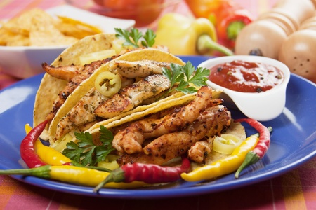 taco tortilla: Grilled chicken meat, vegetable and hot chili peppers in taco shells