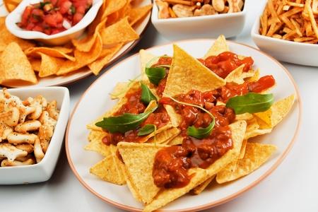 mexican food: Nachos totopos de ma�z con salsa de chile dulce hecho en casa