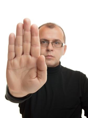 prohibido: El hombre de negro dolce vita que muestra la posición de rechazo