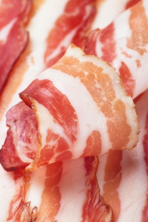 smoked bacon: Slices of smoked bacon, close up image with selective focus