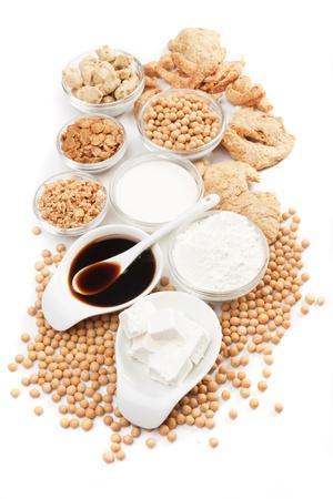 soja: Productos de tofu, soja y otros de soja aisladas sobre fondo blanco Foto de archivo