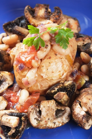 jacket potato: Jacket potato with white beans and mushrooms, healthy vegetarian meal