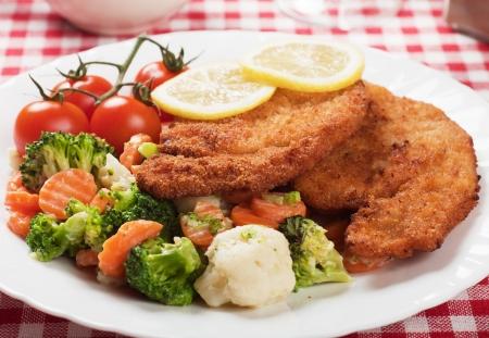 schnitzel: Viener schnitzel, breaded steak with broccoli, caulifolwer and carrot Stock Photo