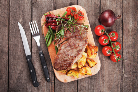 grilled potato: Beef rib-eye steak with roasted potato and vegetables
