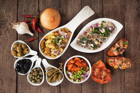 Tapas of antipasto voedsel, mediterrane koud buffet geweldig voor partijen Stockfoto