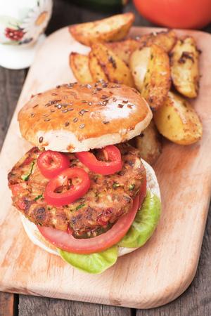 vegetarian hamburger: Vegan burger with tomato and lettuce, healthy vegetarian version of classic american fast food