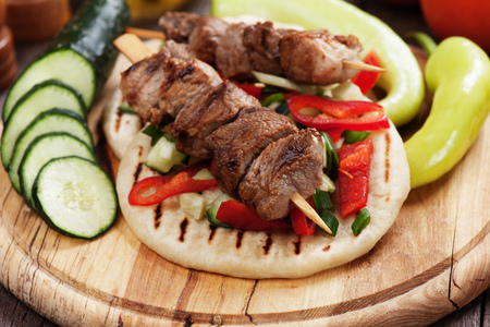 pita bread: Grilled meat skewer served with salad over pita bread