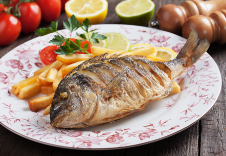 sparus: Fried bream fish with french fries and lemon
