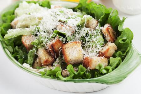 ensalada cesar: cl�sica ensalada C�sar con lechuga, picatostes, queso parmesano y aderezo