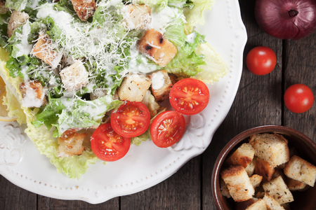 Caesar salad with roman lettuce, parmesan cheese, croutons and dressing Foto de archivo