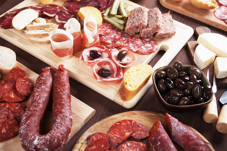 Charcuterie board witrh cured meat, olives, bread and cheese