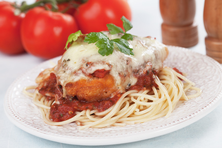 Chicken parmesan with melted cheese and tomato sauce served over spaghetti pasta Banco de Imagens