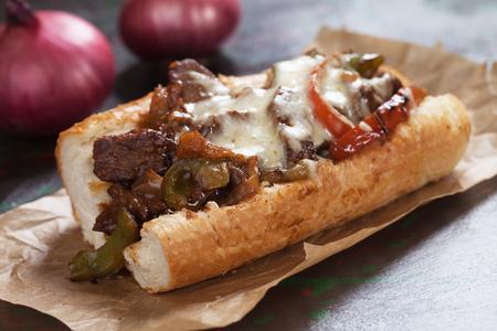Sándwich de filete de queso Philly servido en papel pergamino Foto de archivo - 84053934
