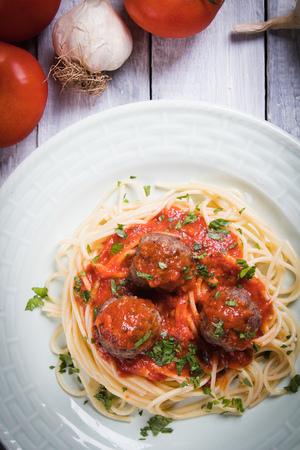 Meatballs served over italian spaghetti pasta with tomato sauce Stockfoto