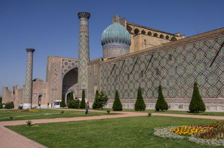 registan: Sher-Dor Madrasah at Registan square, Samarkand, Uzbekistan Stock Photo