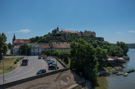 Novi Sad, Serbia - May 08, 2018: Petrovaradin Fortress  over Danube river.  Novi Sad, Serbia 新聞圖片