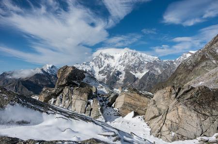 Widok na górę Monte Rosa z przełęczy Monte Moro w pobliżu Macugnaga, Włochy