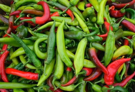 Fresh red and green hot chilli in the market Standard-Bild