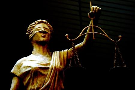 dama de la justicia: Femida escultura Foto de archivo