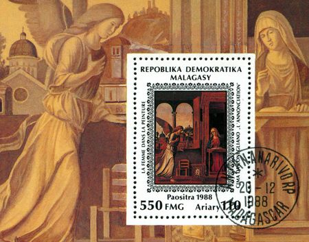 Un sello imprimido en malgache (Madagascar) muestra la pintura por el artista Cima da Conegliano - Anunciación, alrededor de 1988  Foto de archivo - 7698124
