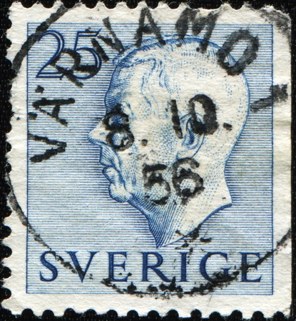 gustaf: SWEDEN - CIRCA 1954: A stamp printed in Sweden shows Gustaf VI Adolf of Sweden, circa 1954  Stock Photo