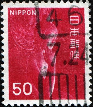Japón - alrededor de 1967: Un sello impreso en Japón muestra madera estatua Miroku Bosatsu en el monasterio de Chuguji, alrededor de 1967